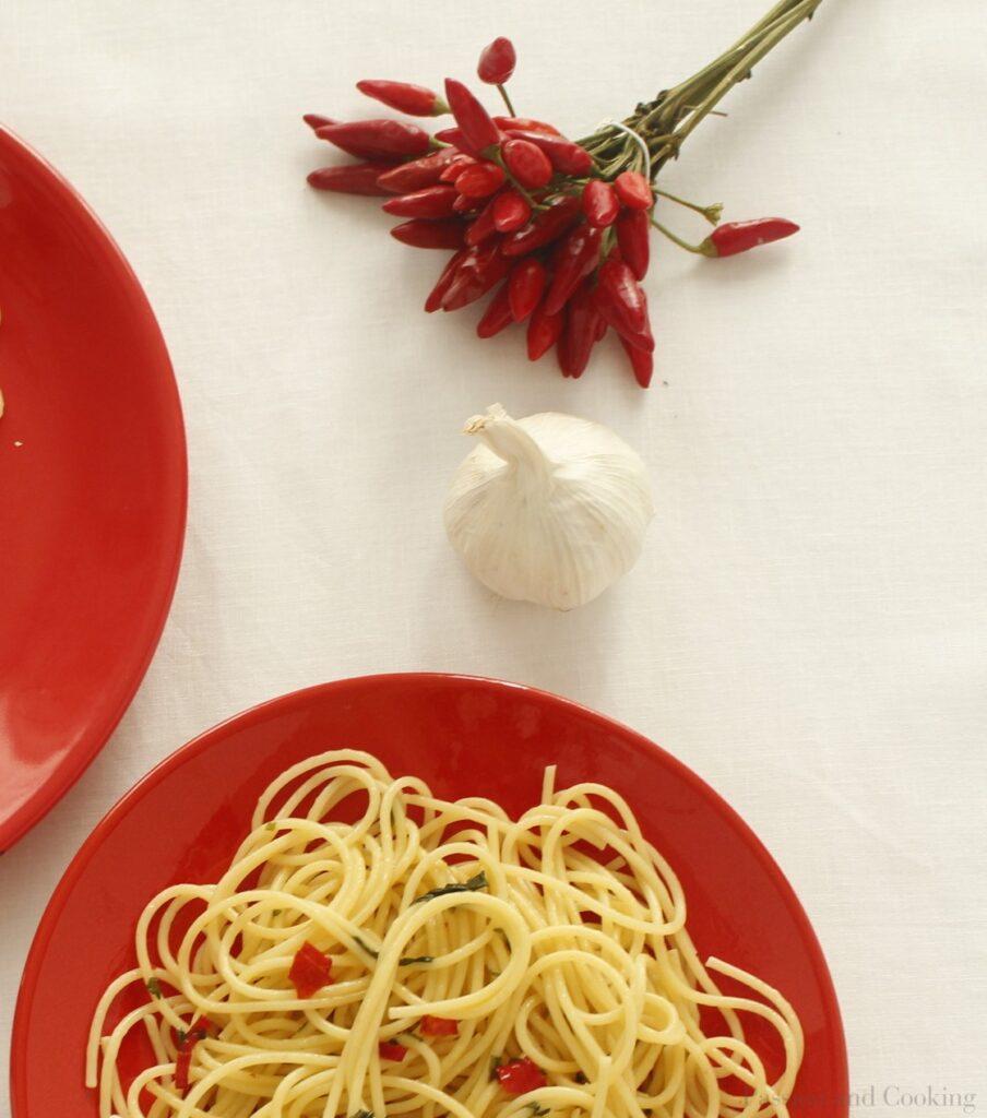 Spaghetti aglio, olio e peroncino zoom