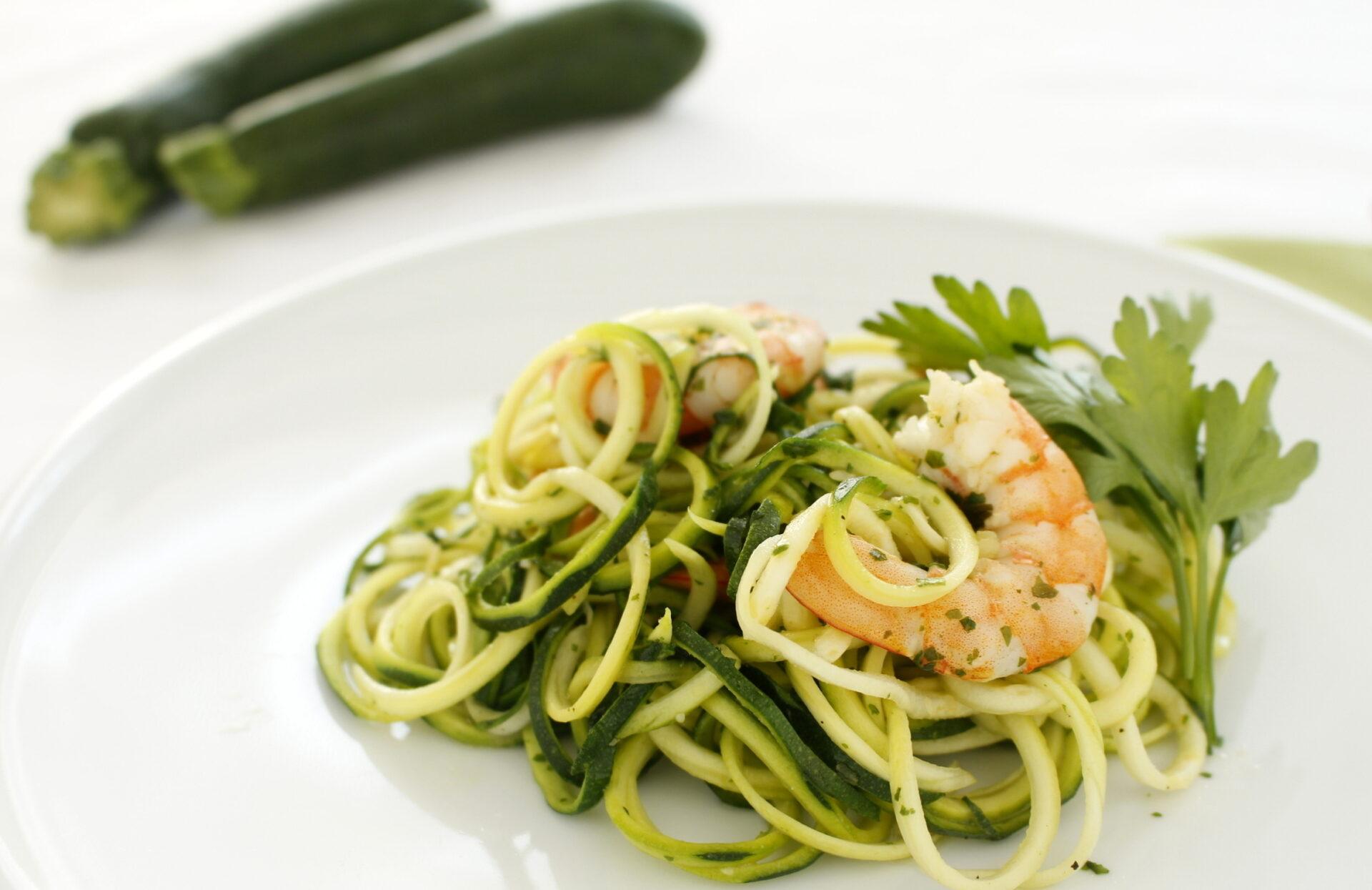 Spaghetti di zucchine con gamberoni