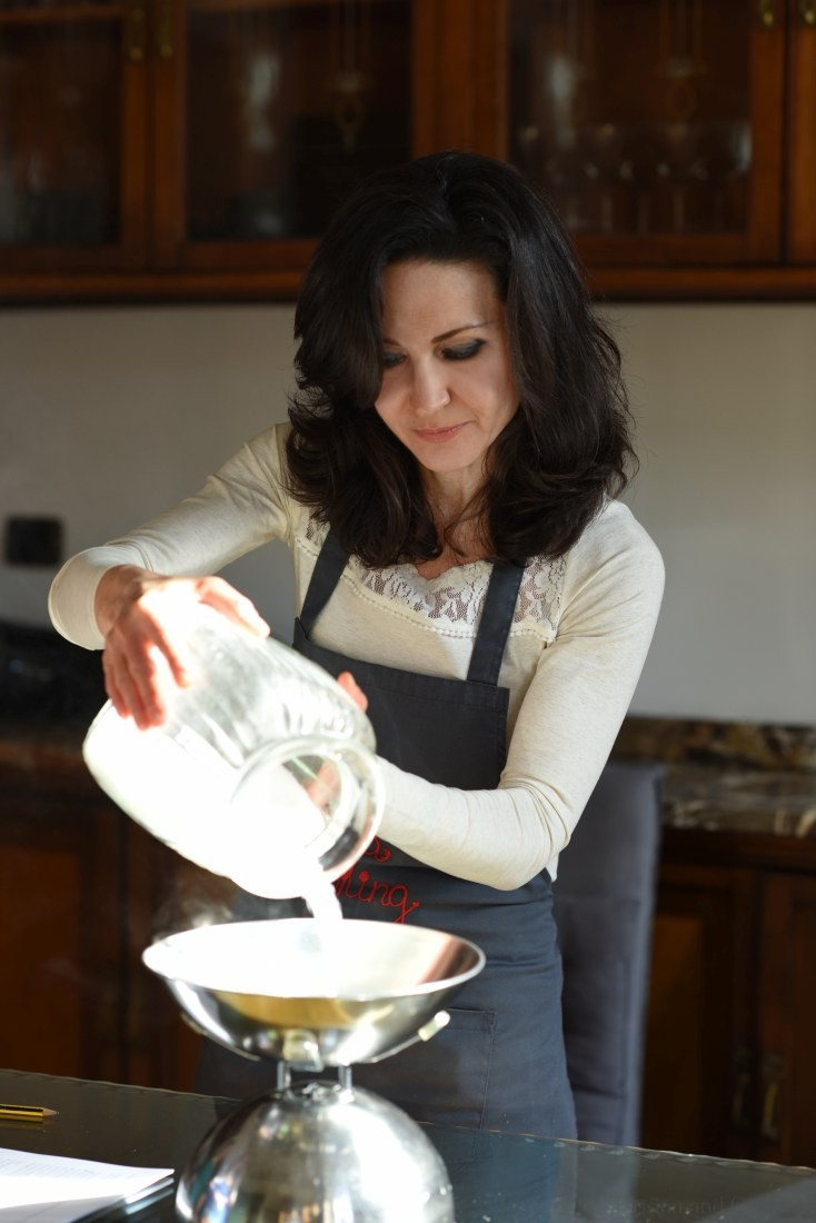 Paola measuring some sugar during a cooking class in Lake Como (Italy)