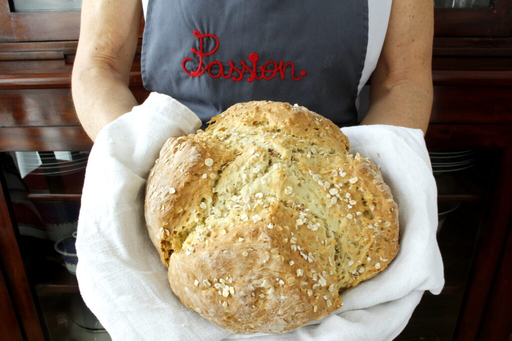 Soda bread with oatmeal and olive oil