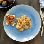 Chicken with figs and pine nuts
