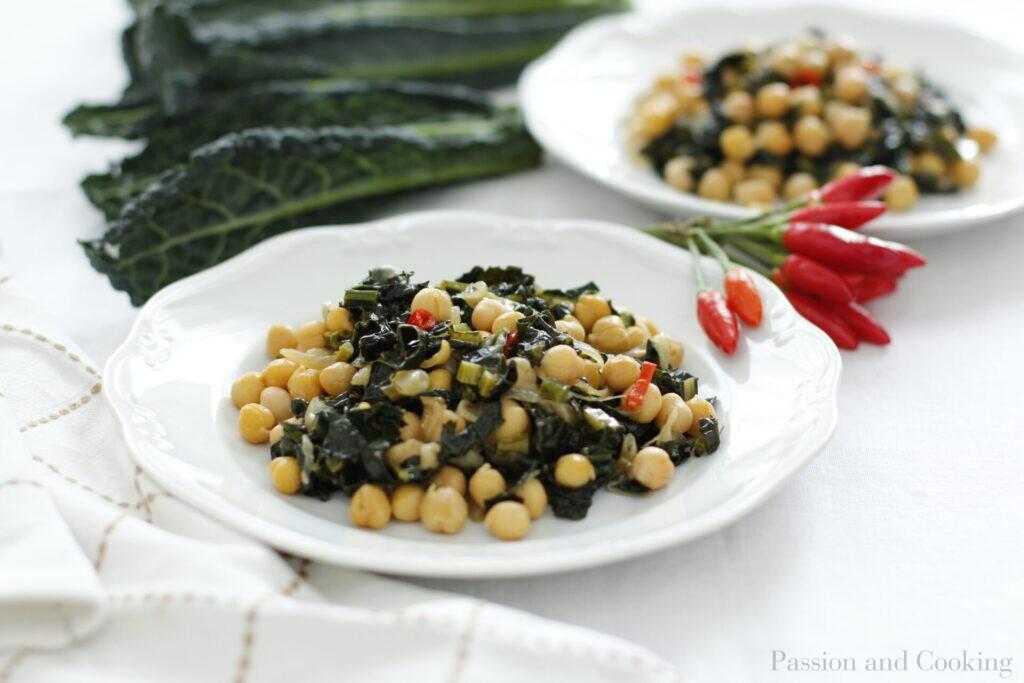 Chickpeas and kale salad